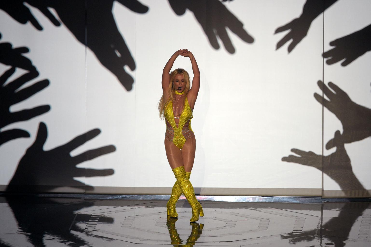 Britney Spears Satisfies Fans With Sexy VMAs Comeback Performance