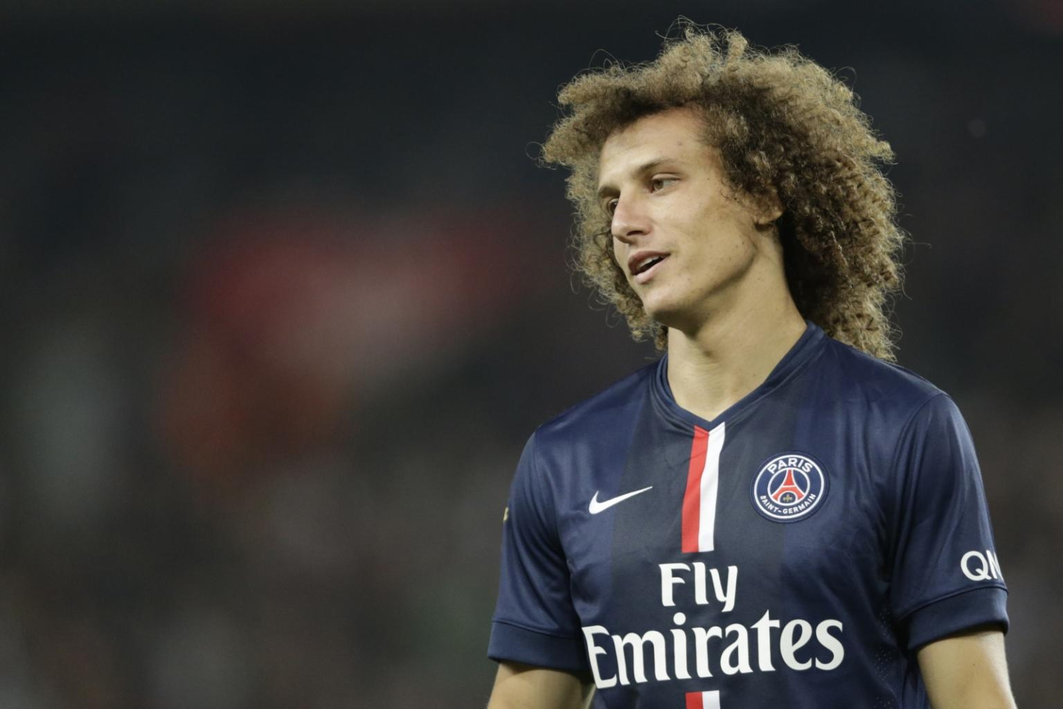 Chelsea agree fee to re-sign David Luiz as PSG defender arrives in London