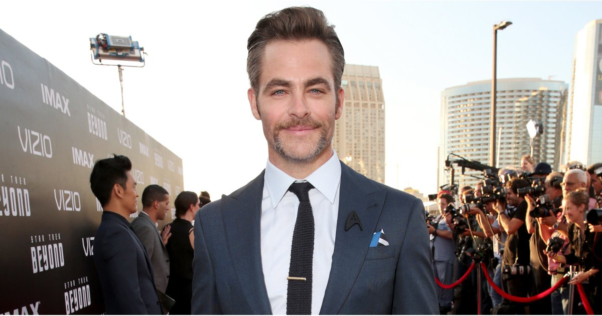 Chris Pine Brings His Sexy Scruff to the Premiere of Star Trek Beyond