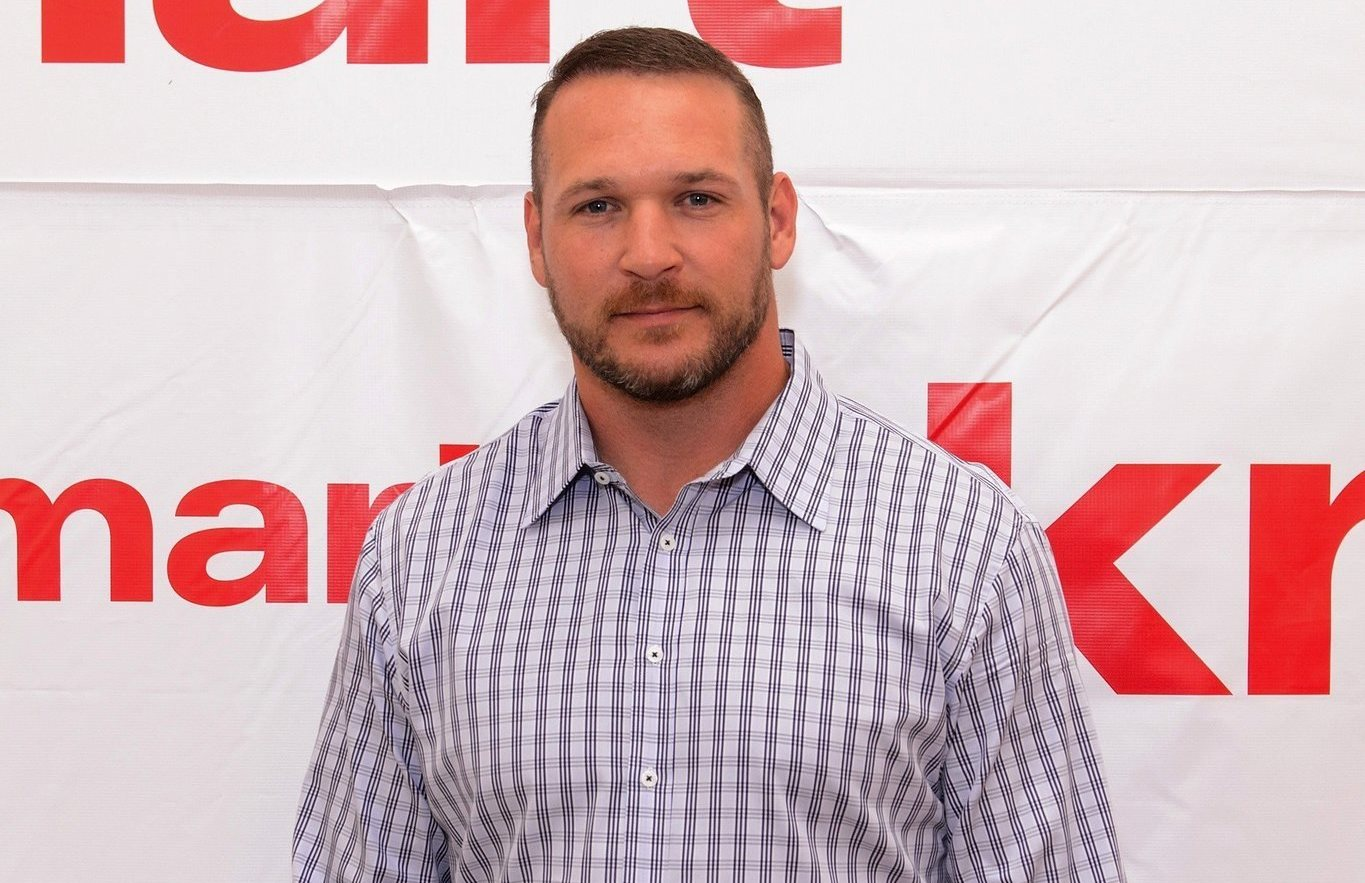 Brian Urlacher gets temporary custody of son after boy's stepfather is killed