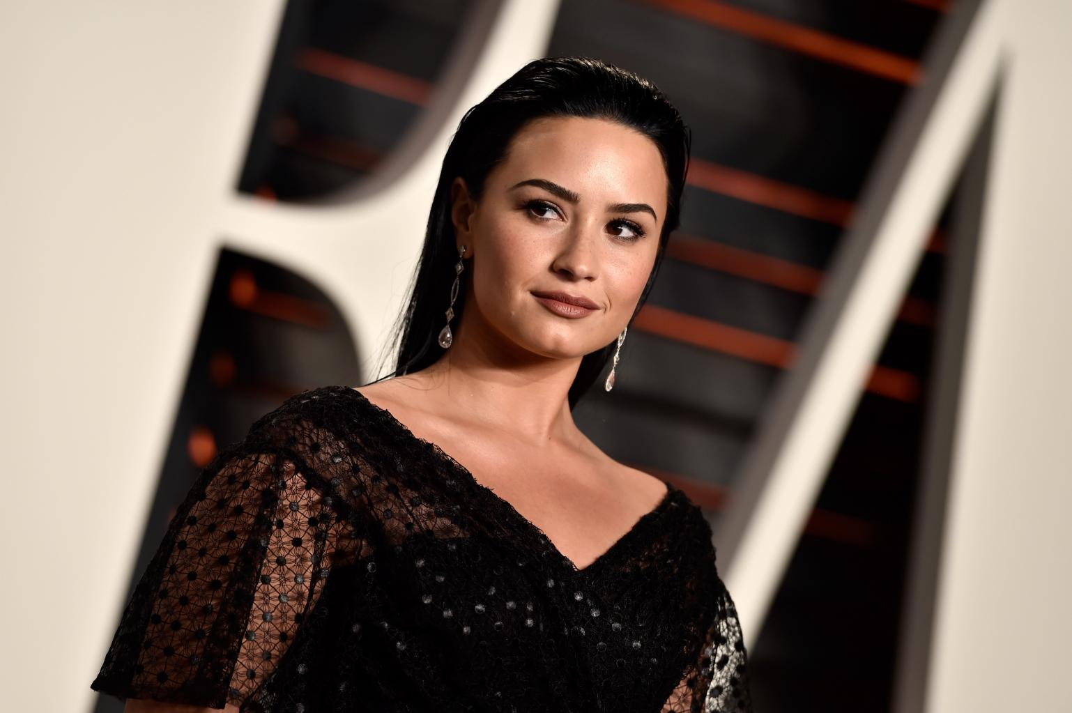 Demi Lovato Apologizes After Seemingly Laughing At Zika Virus