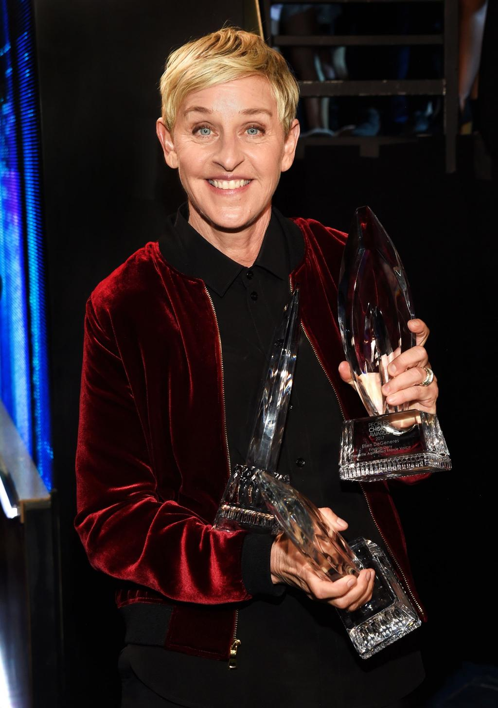 Ellen DeGeneres Makes History with 20th People       's Choice Award:        Thank You All Very Much. I Love You