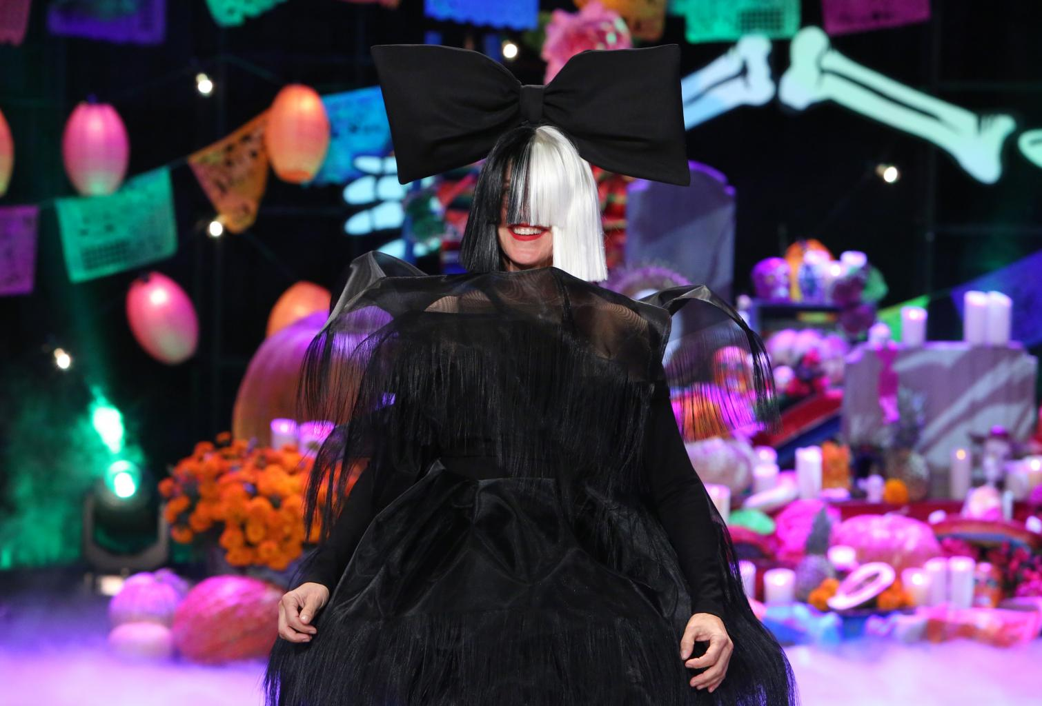 Ellen       's Halloween Makeover As Sia, With Guests Heidi Klum And Chris Martin