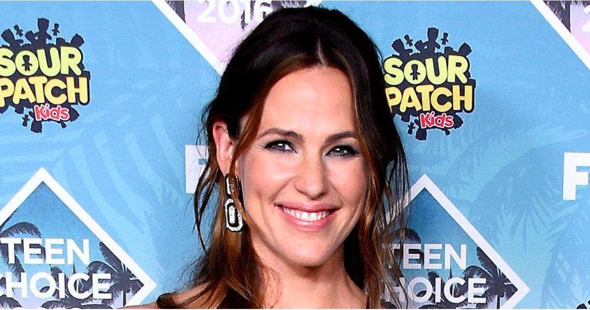 Jennifer Garner Doesn't Look Much Older Than the Teen Choice Demographic