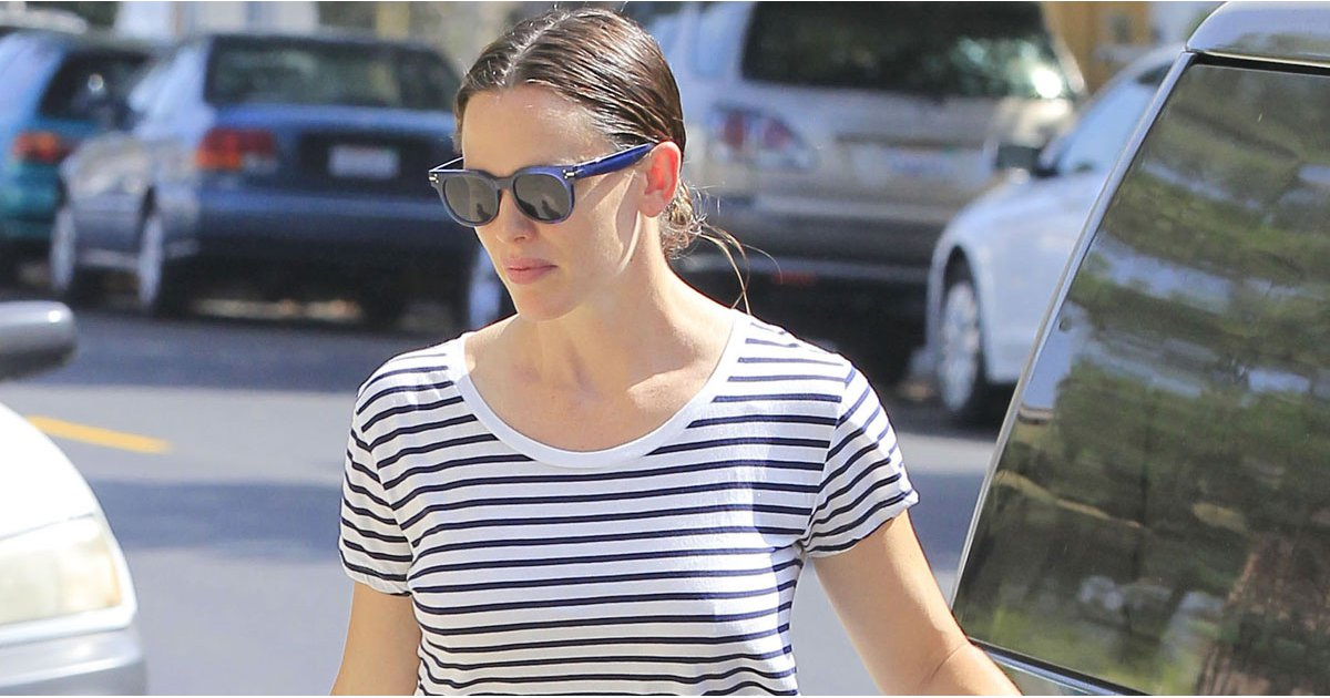 Jennifer Garner Looks Lovely While Strolling Into Church With Her Children