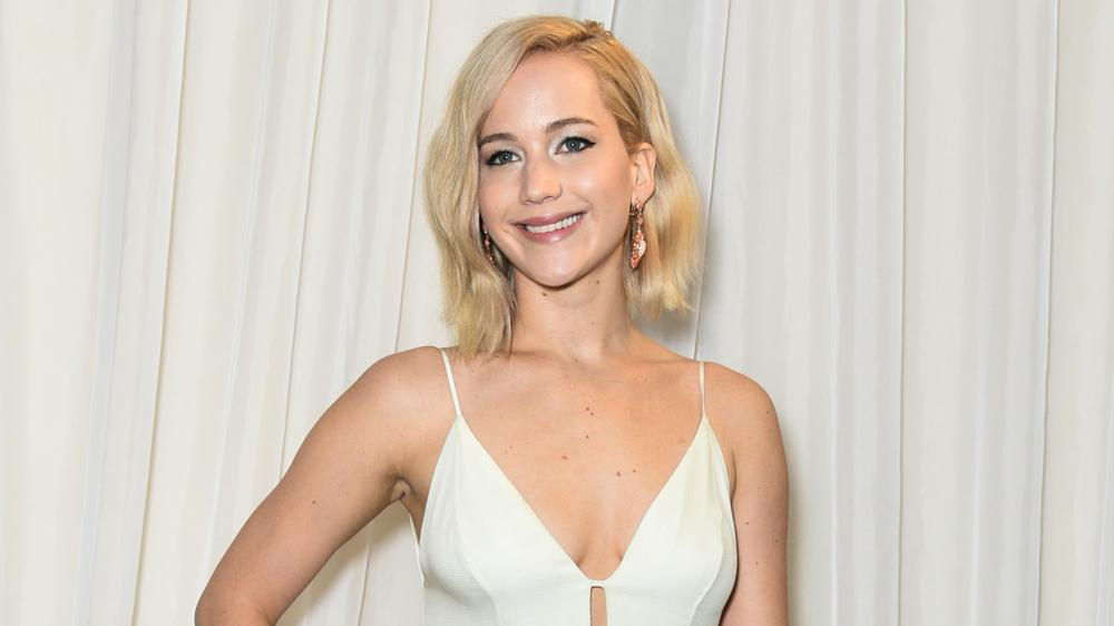 Jennifer Lawrence Visits Children's Hospital Before Christma
