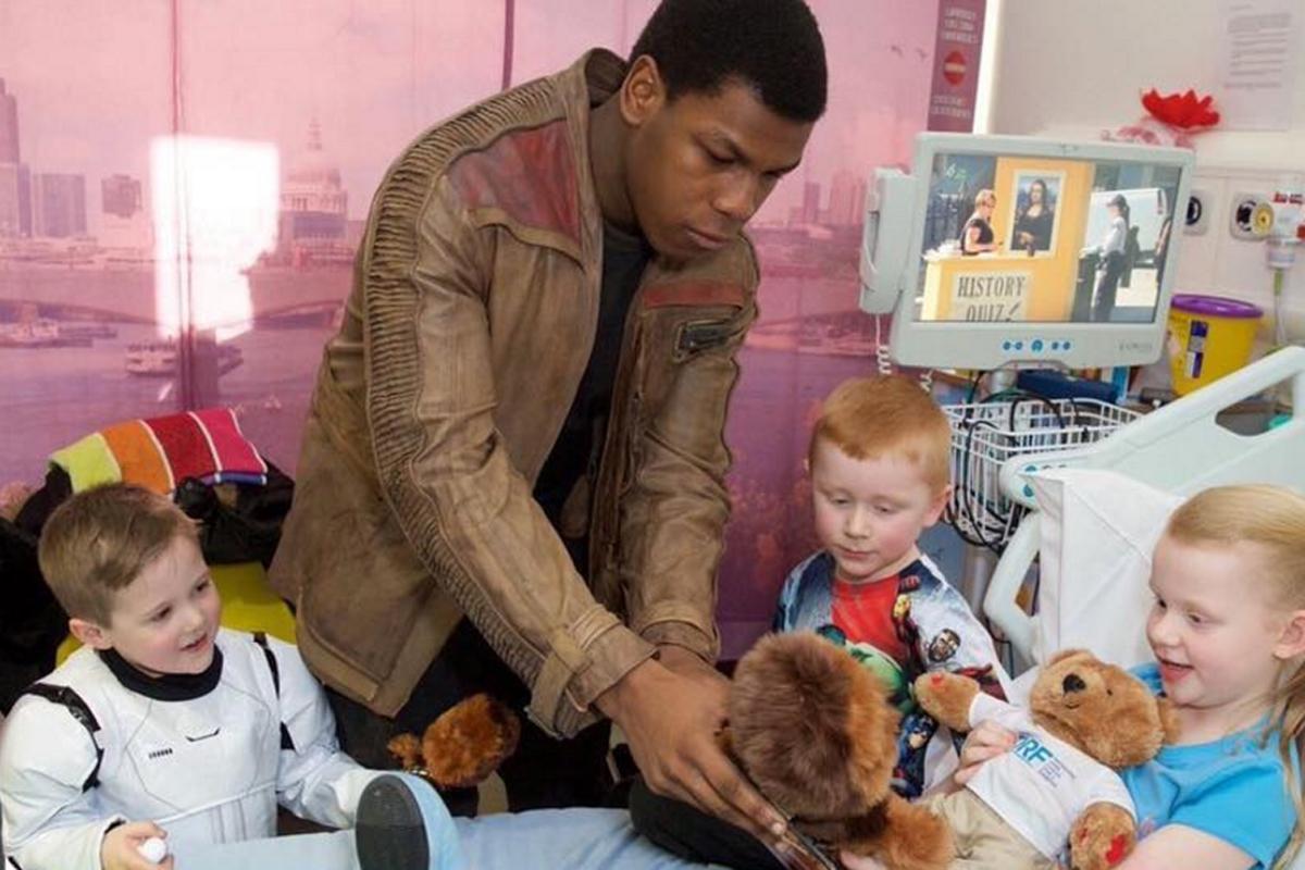 John Boyega dressed up as Finn to visit a children's hospita