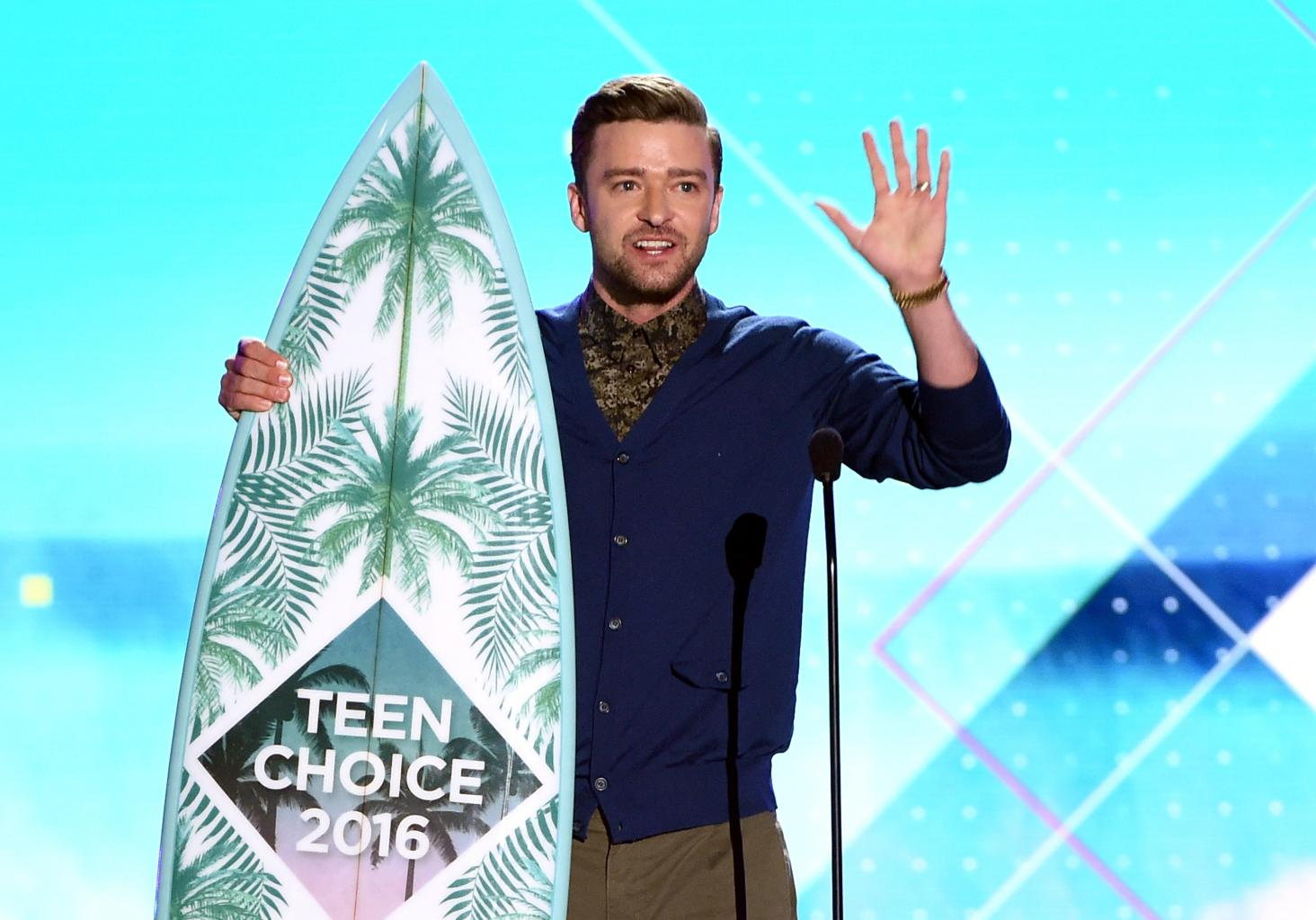 Justin Timberlake Delivers Powerful Message Of Hope During Teen Choice Awards Acceptance Speech