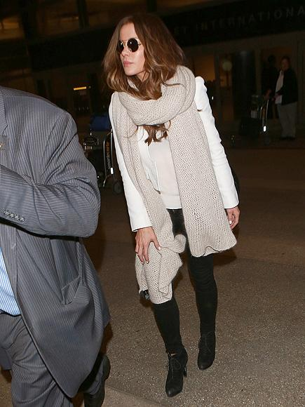 Kate Beckinsale Spotted at LAX with No Wedding Ring Followin