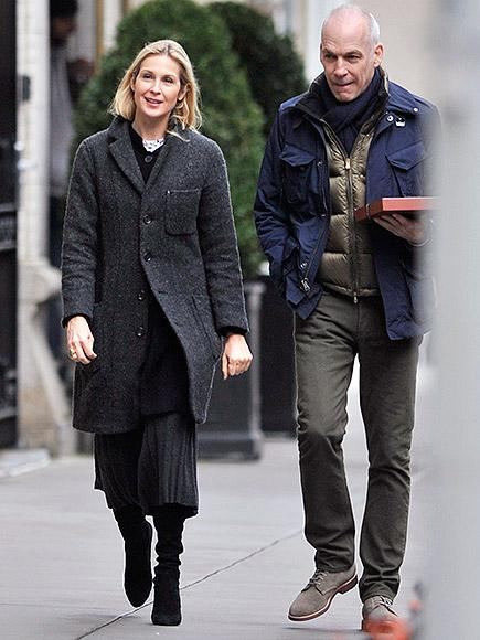 Kelly Rutherford Steps Out with Boyfriend After Returning to