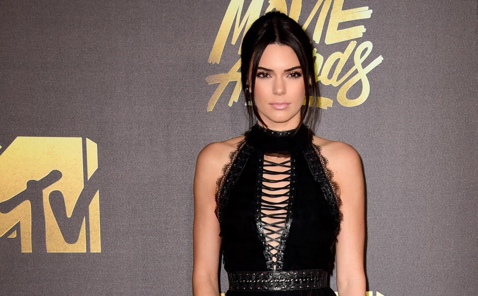 Kendall Jenner Explains Why She Loves To Go Braless:        I       'm All About Freeing The Nipple