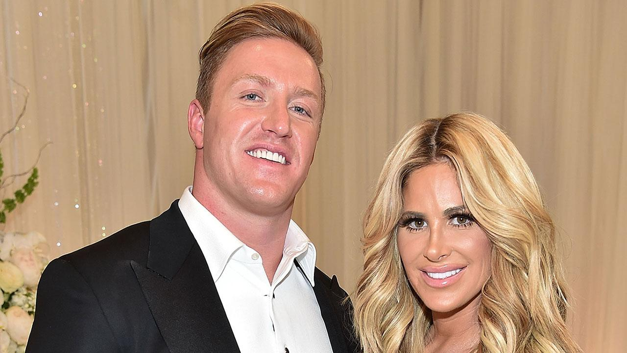 Kim Zolciak Shows Off Elaborate Christmas Decorations With Help From Husband Kroy Biermann