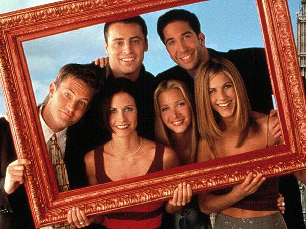 Lisa Kudrow Shoots Down Possibility of a Friends Reunion:   'I Don  't Want to Watch [Middle-Aged] Me