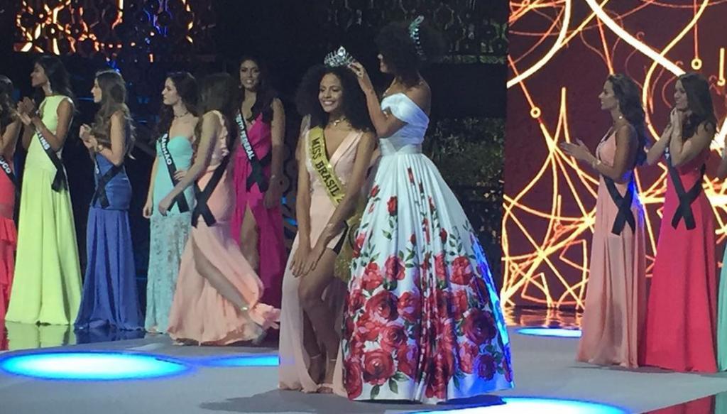 Monalysa Alc    ntara is elected Miss Brazil 2017