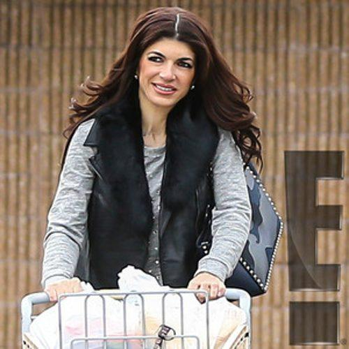 PHOTOS: Teresa Giudice Steps Out for First Time Since Prison