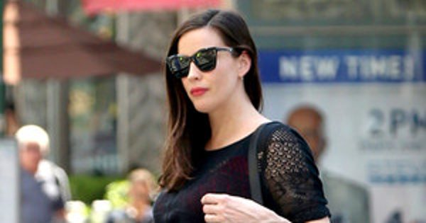 Pregnant Liv Tyler Pokes Fun at Her