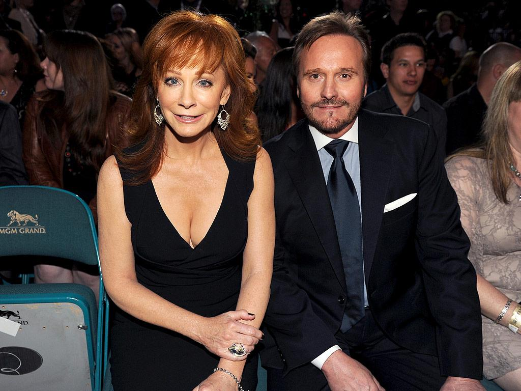 Reba McEntire Confirms Date of Divorce From Ex-Husband Narve