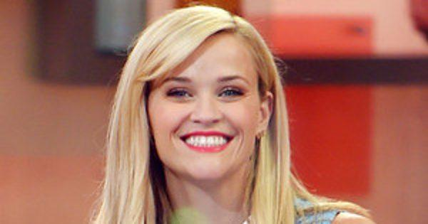 Reese Witherspoon Performs