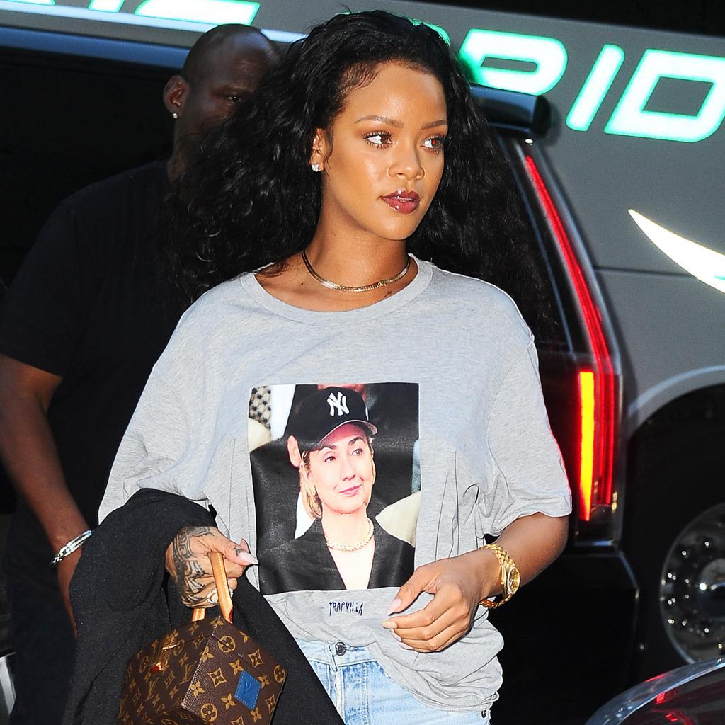 RiRi       's With Her! Rihanna Wears $35 Hillary Clinton T- Shirt in New York
