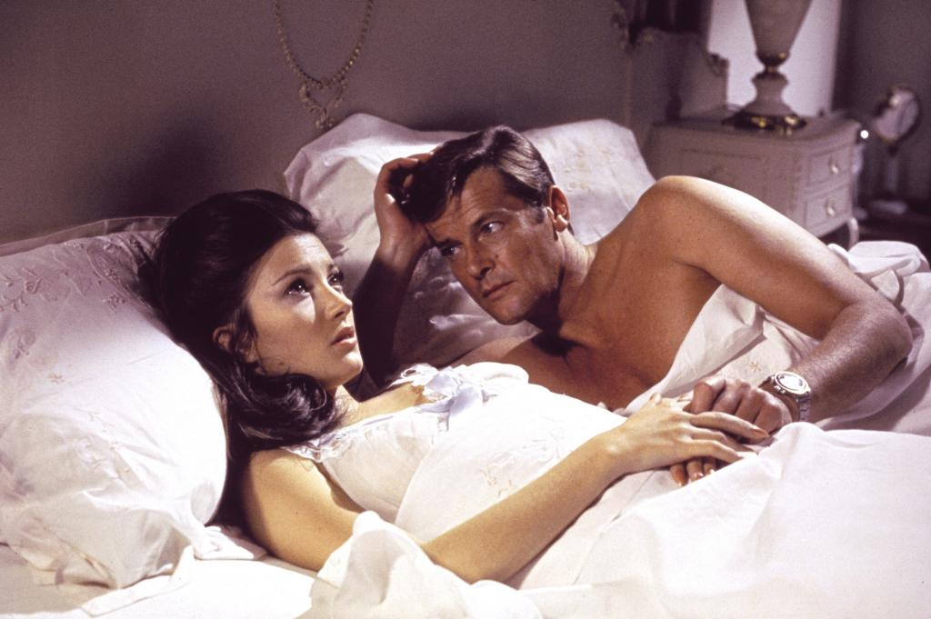 Roger Moore dies at 89 (yes, older than Sean Connery)