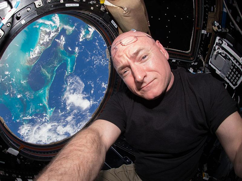 Scott Kelly Enjoys His 'First Salad on Earth' As His Brother
