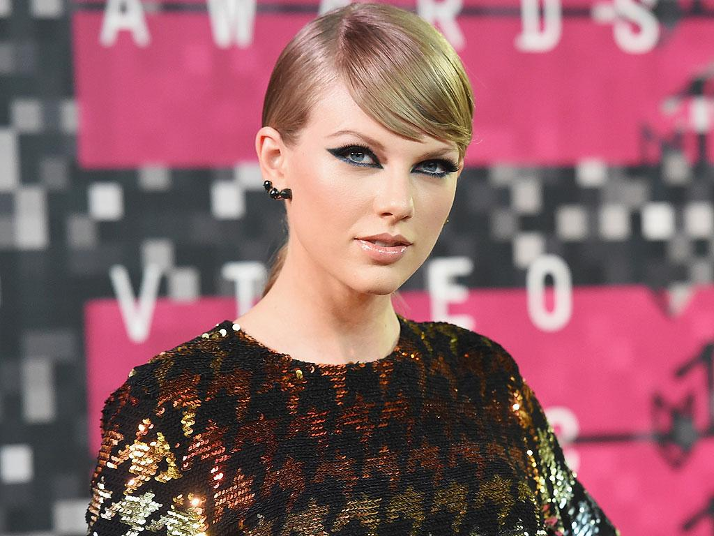 Taylor Swift Couldn't Be Cuter in This Throwback Snap from H