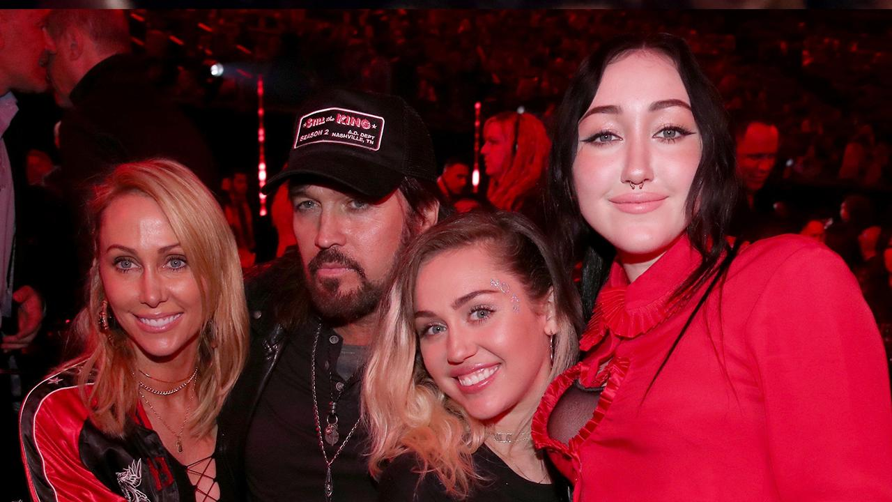 The Cyrus Family Ruled the 2017 iHeartRadio Awards -- Plus More Moments You Didn't See on TV!
