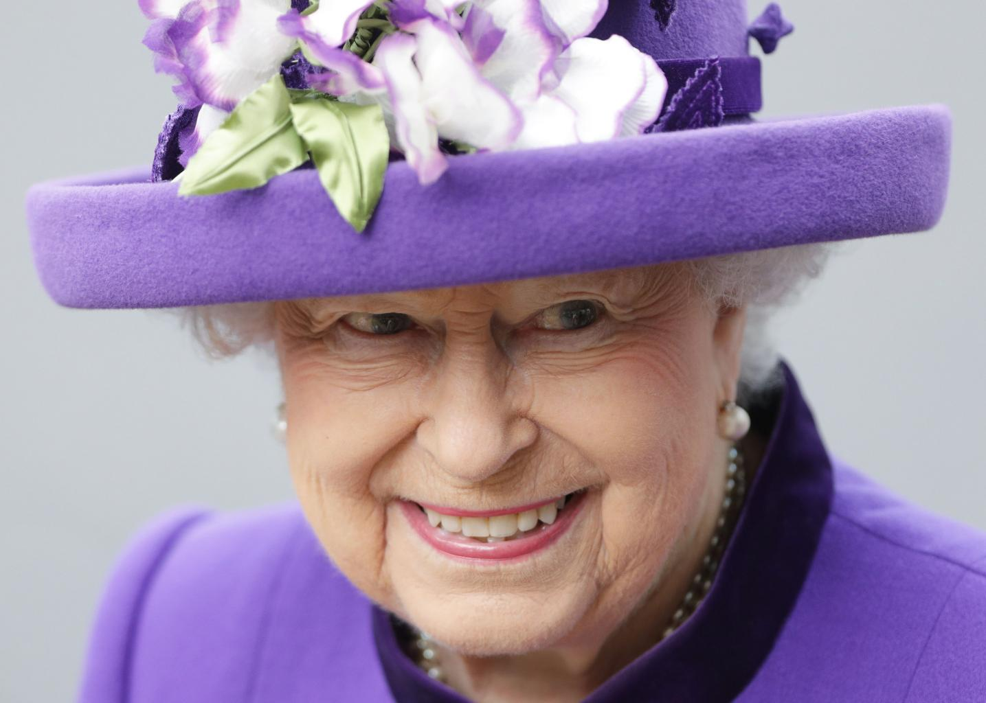 The Queen Misses New Year Church Service Due To Cold