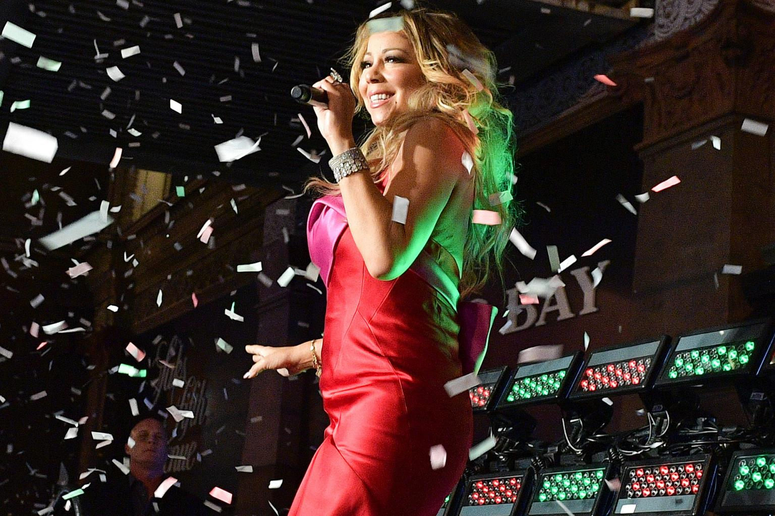 Watch: Mariah Carey Performs for the First Time Since Split from Fiancé James Packer