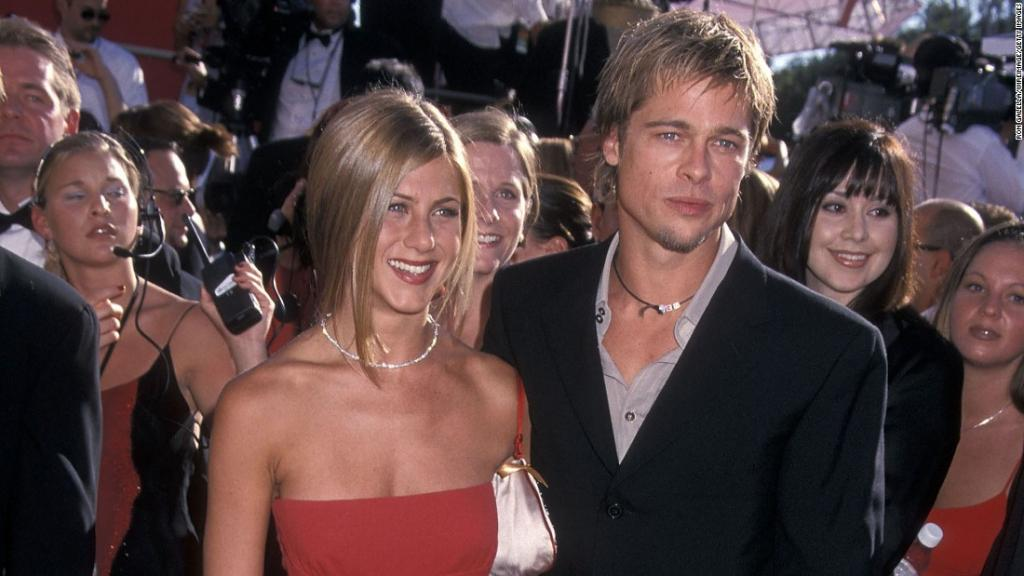 Fans in a tizzy for a Jennifer Aniston Brad Pitt reunion