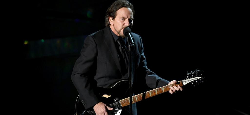 Watch Eddie Vedder Cover Tom Pettys Room at the Top at the Oscars