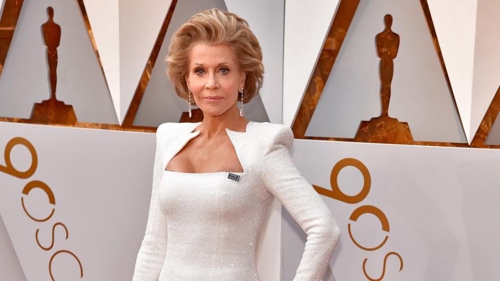Jane Fonda Does Oscars Red Carpet Beauty Like a Boss