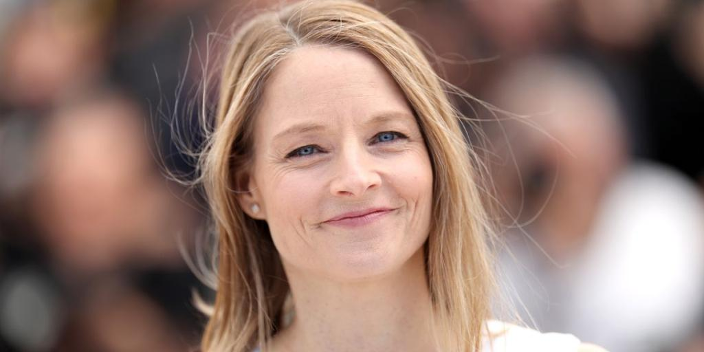 The Real Reason Jodie Foster Was On Crutches At the Oscars