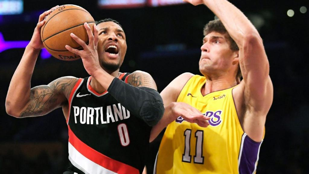 Damian Lillard scores 15 straight for Blazers in fourth quarter to close out Lakers