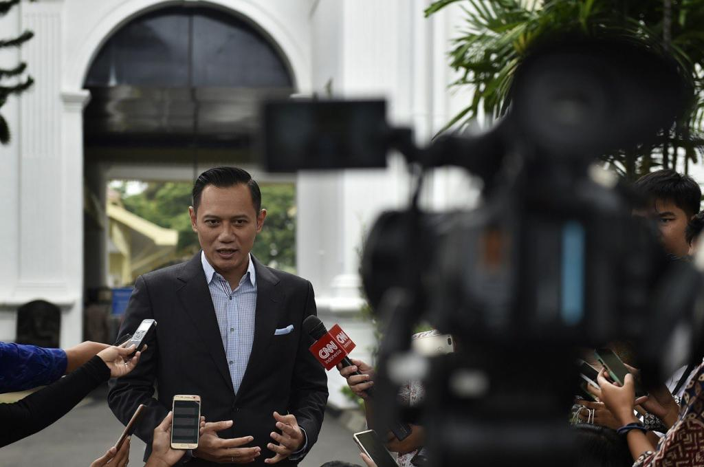 Dems open possibility to endorse Jokowi in 2019 Agus Yudhoyono