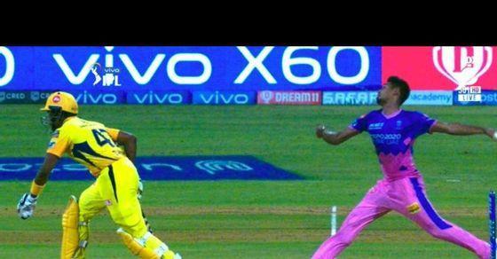 Picture of Dwayne Bravo stealing a run goes viral experts brand spirit of cricket talks nonsense
