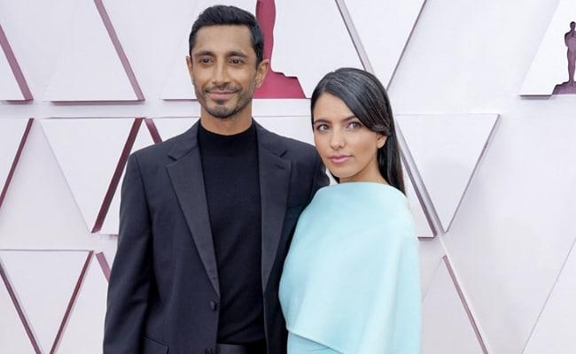 Oscars 2021 Riz Ahmed Wins The Red Carpet By Fixing Wifes Hair