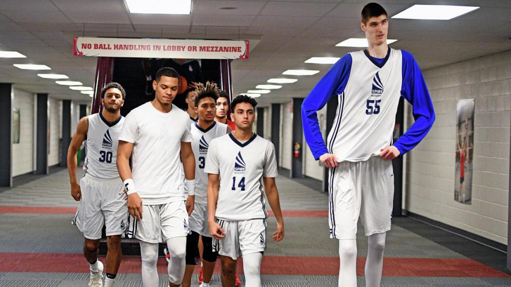 7-foot-7 basketball player Robert Bobroczky is a star attraction