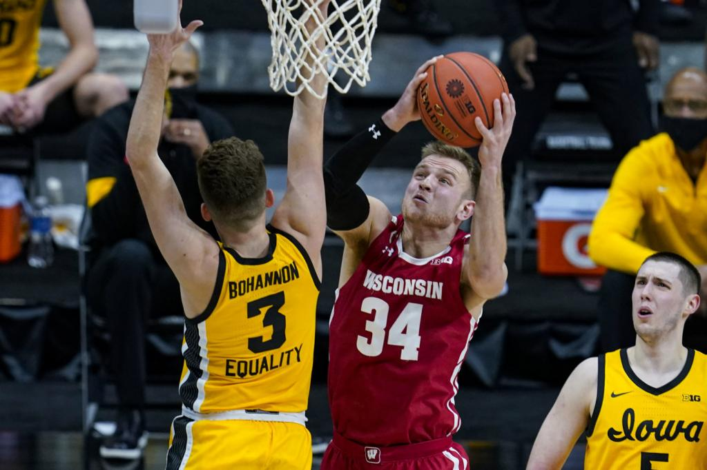 Brad Davison returning for 'one more ride' with Badgers men's basketball program