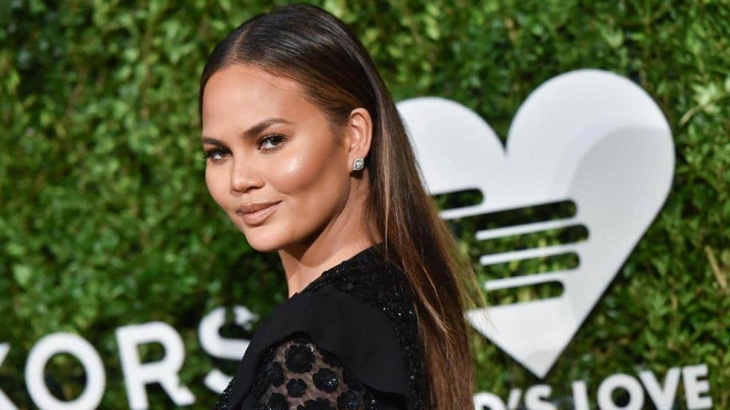 Chrissy Teigen returns to Twitter: 'It feels terrible to silence yourself'