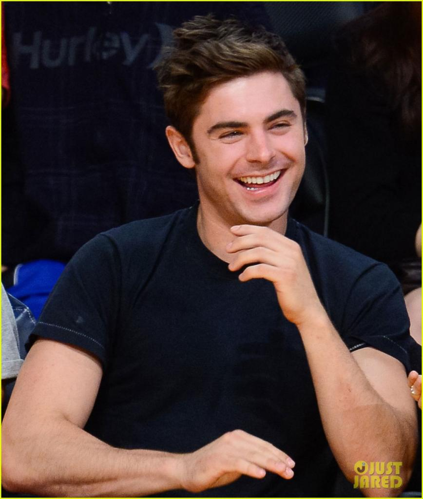 Zac Efron & Halston Sage Sit Courtside at Lakers Game Together: Photo