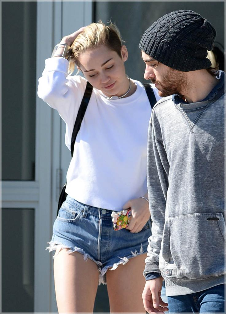 A Complete Timeline of Miley Cyrus and Liam Hemsworth s Relationship