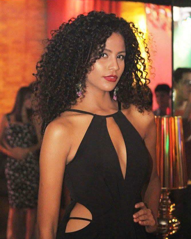 Com 17 Anos, Monalysa Alc  Ntara    Candidata Do PI No Miss Teen