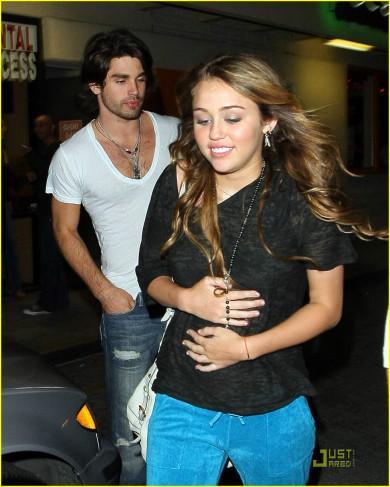 Miley cyrus justin gaston sushi dans