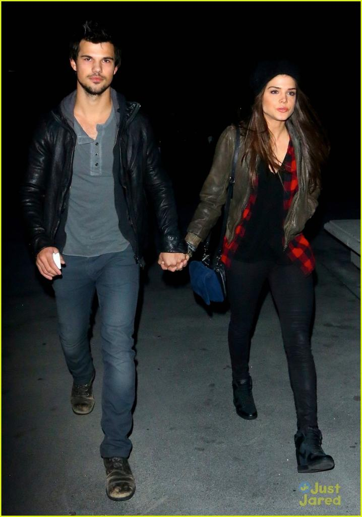 Taylor Lautner & Marie Avgeropoulos: Jay-Z Concert Couple | Photo