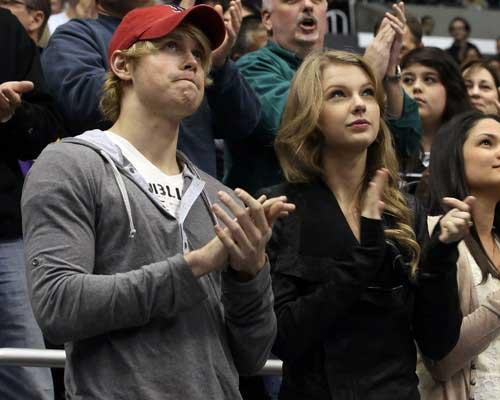 Taylor Swift, Chord Overstreet Chord Overstreet y Taylor Swift pareja