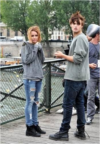 Miley Cyrus et Douglas Booth - Analle