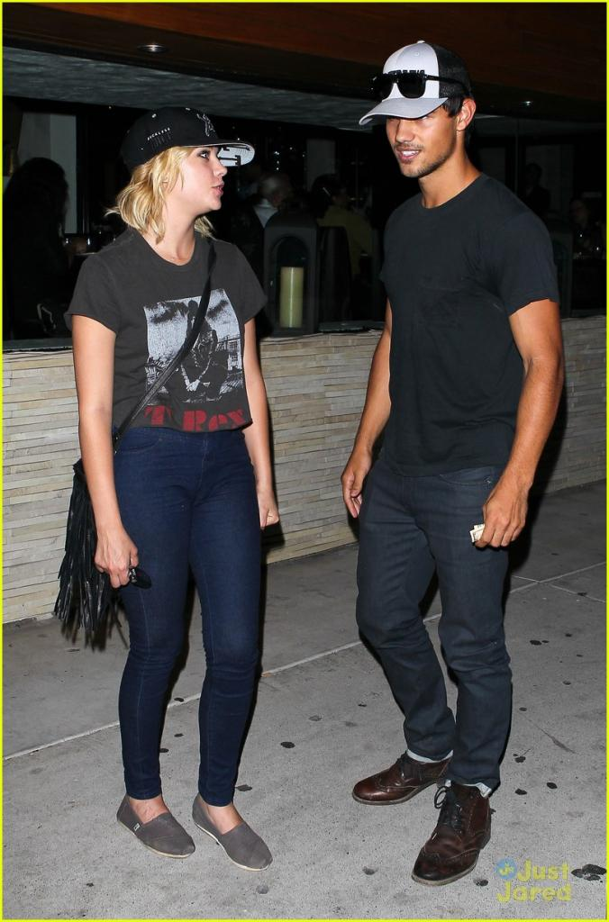 Taylor Lautner: Red O Dinner with Ashley Benson!