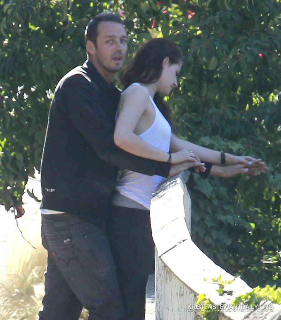 Twilightkerz: PHOTOS: See Kristen Stewart And Rupert Sanders Kissing