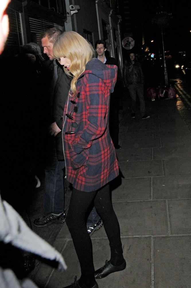 Taylor Swift Photos Photos - Taylor Swift Spotted With Tom Odell